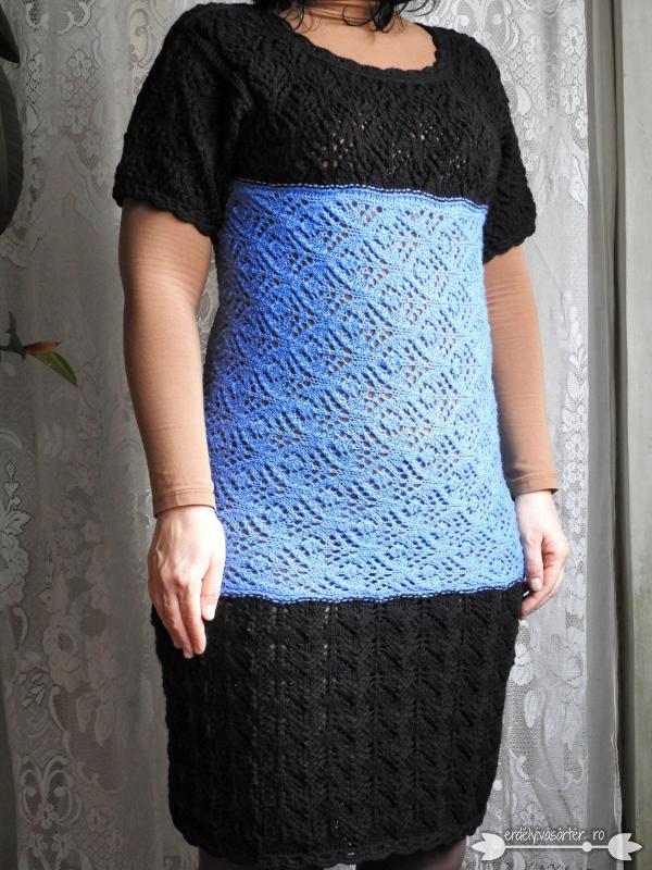 7e147eb450 Erdélyivásártér - Egyedi tervezésű fekete-kék kötött ruha