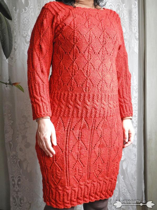 264fc90709 Erdélyivásártér - Egyedi tervezésű piros mintás kötött ruha