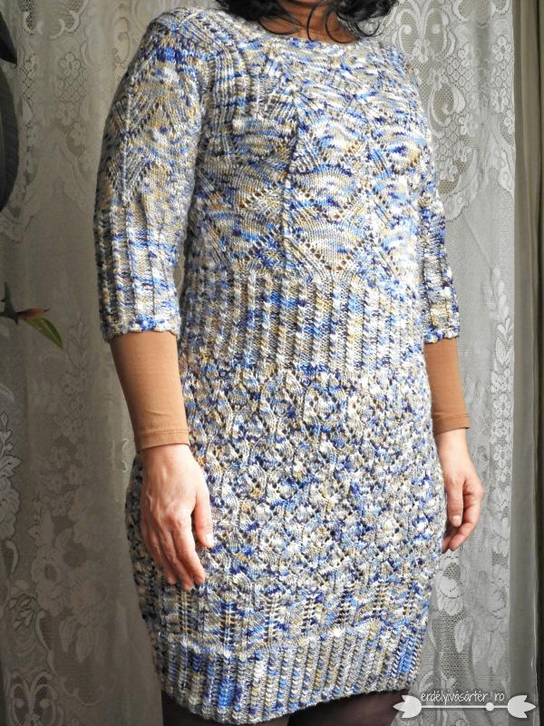 85ea39256e Erdélyivásártér - Egyedi tervezésű kék-bézs-kék mintás kötött ruha